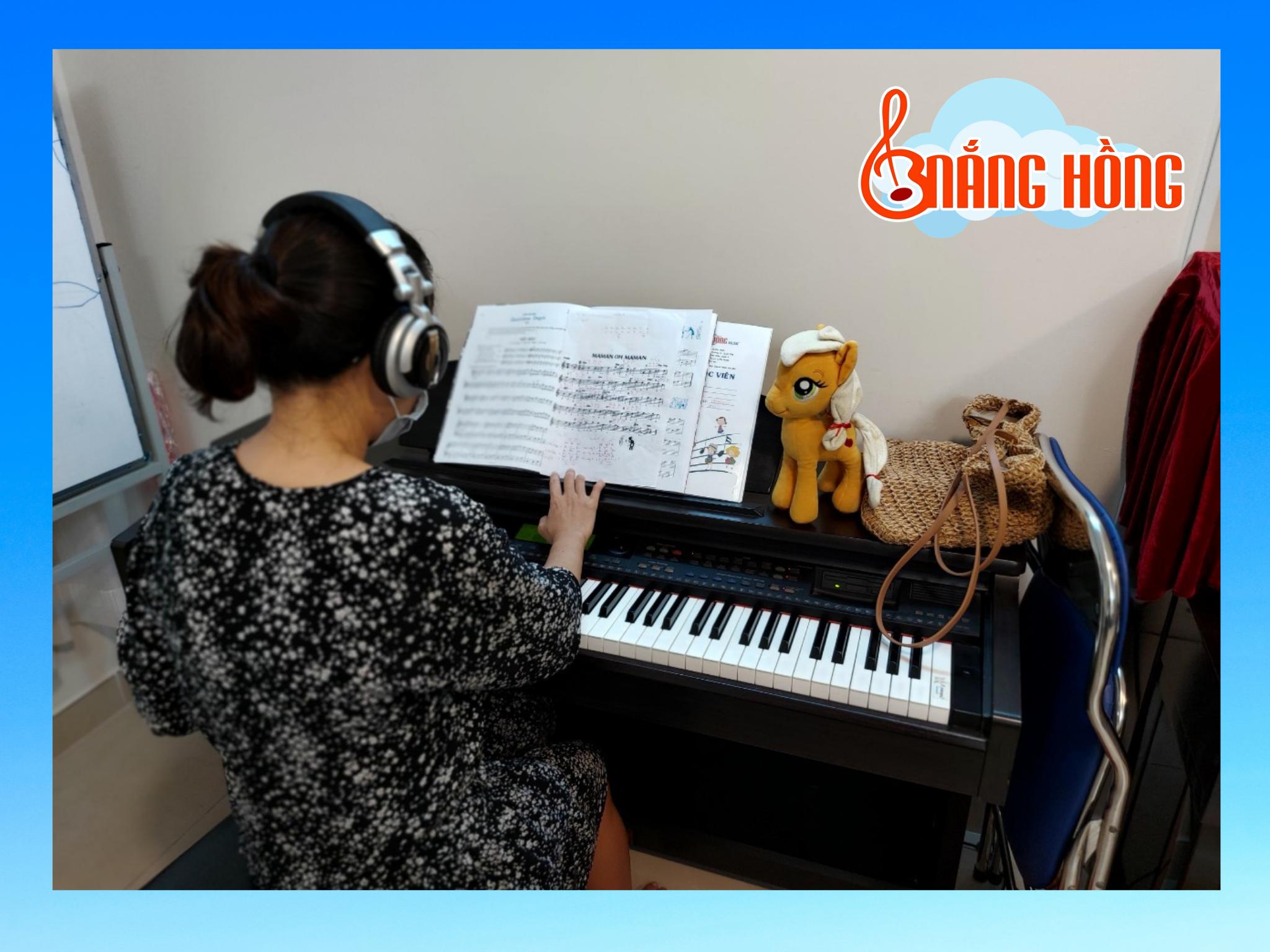 học piano cơ bản người lớn