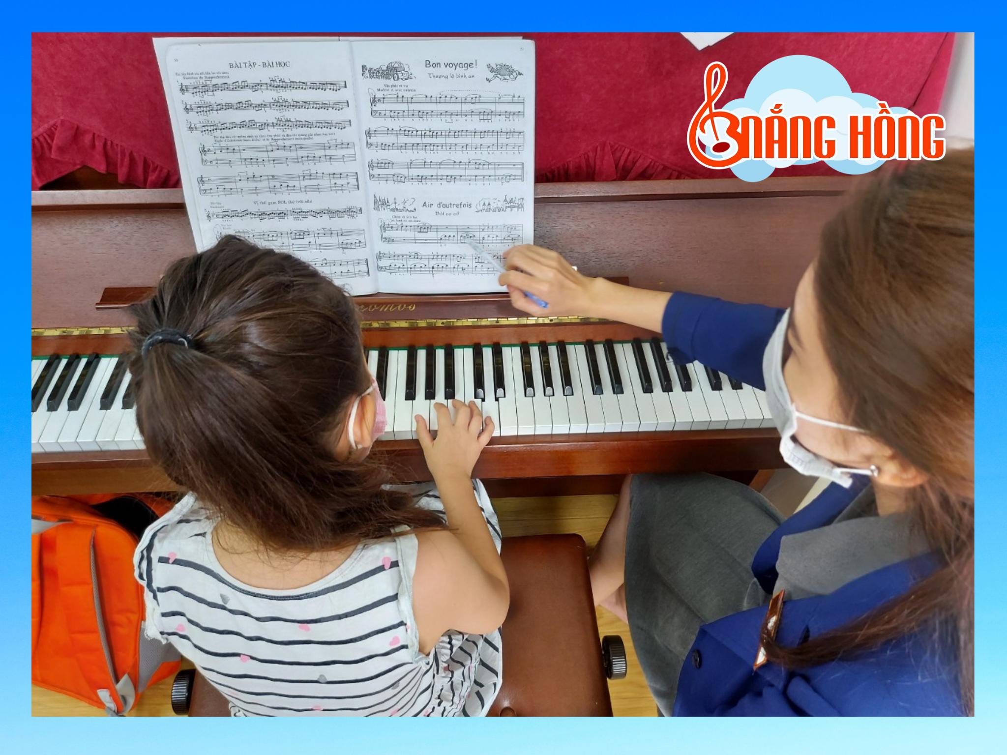 lớp học piano trẻ em