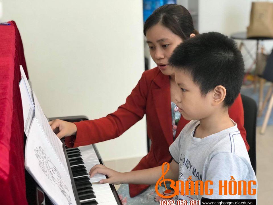 dạy học đàn piano cho trẻ em