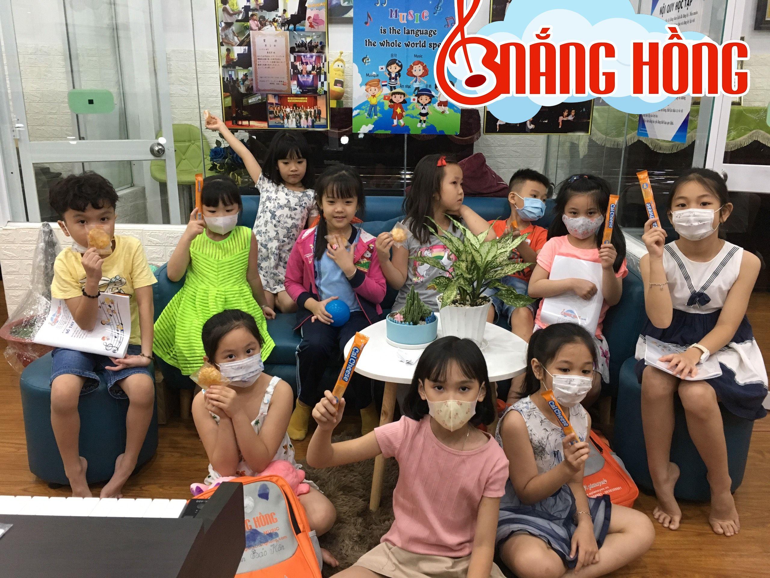 Học viên sau giờ học Cảm Thụ Âm nhạc