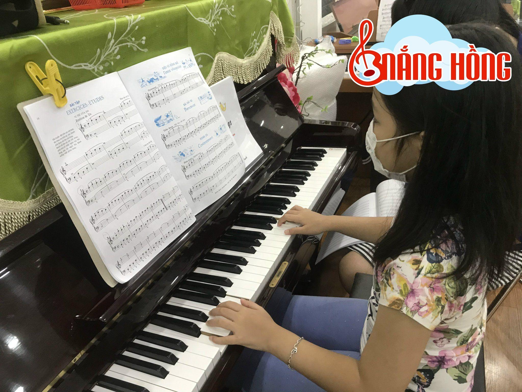 Một giờ học tại Nắng Hồng Music